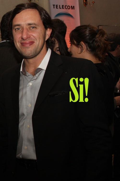 Si!: El look perfecto. Buena apuesta por la camisa y el traje muy in. Tiembla Mr Big.